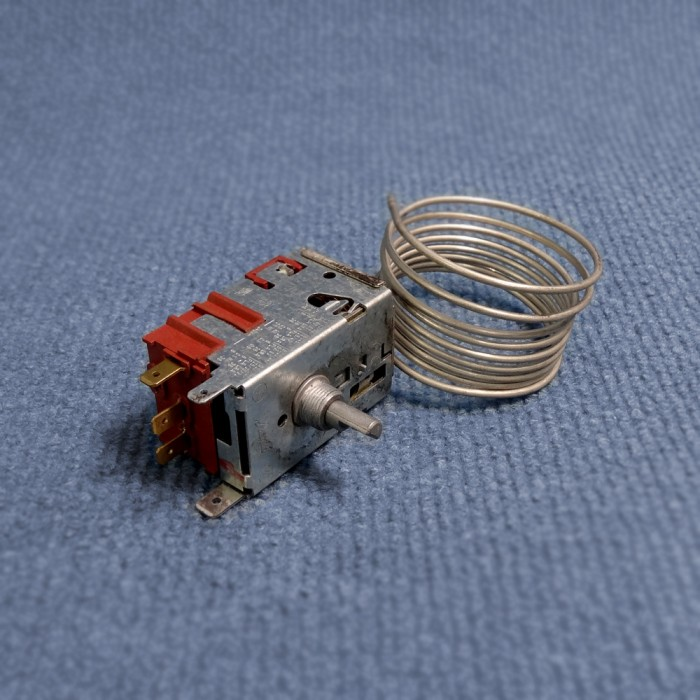 2926528106: Thermostat 240v - Suit Dometic RM4400 / RM4401 / RM4211 / RM4210 Fridges
